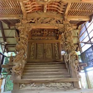 我孫子葺不合神社の本殿の彫刻と彼岸花