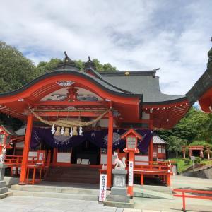 朱色の稲荷神社へ