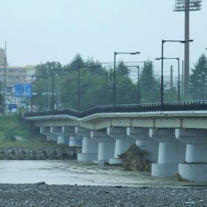 10月14日、通行止めの日野橋を見る。