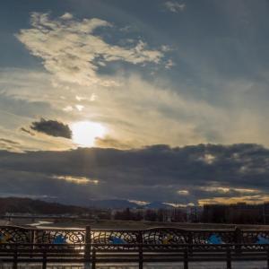 1月10日、浅川からの空と長慶寺上からの空