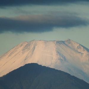 楽しい朝焼けと、初冠雪の富士山~ by 空倶楽部