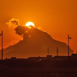 1月16日、平山橋下流河川敷から 面白い雲の動き~