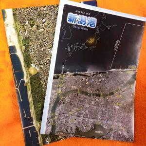 新潟港の現在と将来が丸わかりの港湾の航空写真・地図(計画図)をいただく。