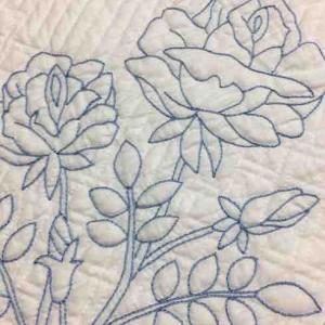 ホワイトキルトに刺繍