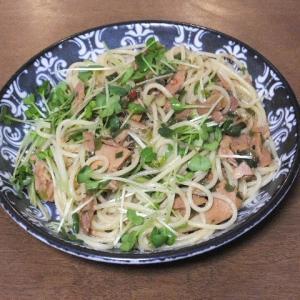 昨日の昼飯はシーチキンとカイワレのペペロンチーノ