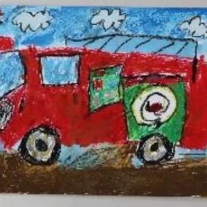 消防署の「はたらく消防の写生会」で小学校2年生が入選し消防署のサイトに作品が掲載されています。