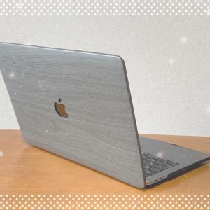 MacBookをオシャレに守る!木目柄デザインケースは機能・デザインが充実
