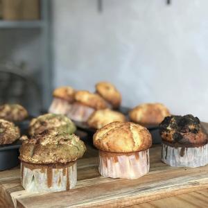 明日は週一パン屋さんの日です!