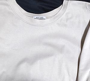 骨格ストレートに似合う大人Tシャツ