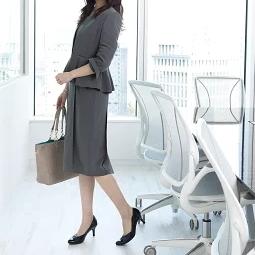 オフィス、通勤におすすめスーツ、ワンピース。春夏、きちっとからカジュアルまで。