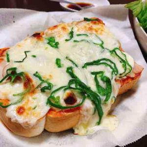 コメダのパンでチーズ大量ピザトースト