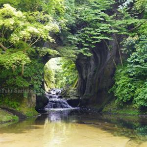 タンデムツーで洞窟の滝