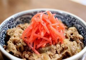 飯島直子さんが松屋の牛丼で紅ショウガ10袋持ち帰りで論争勃発