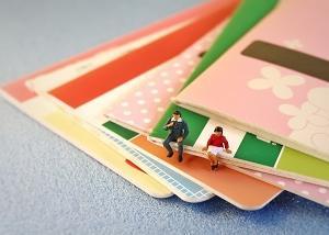カードローンを利用する女性の約7割は生活費目的