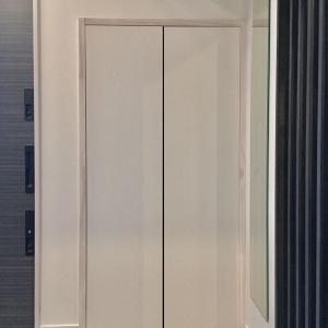 玄関の汚収納、タオル掛け設置で少しだけ改善