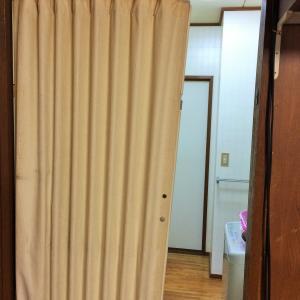 実家の片付け・台所のアコーディオンカーテンの取り換え