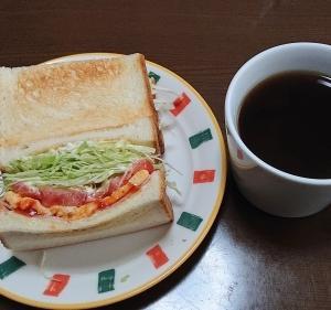 朝のサンドイッチで気分も上がる😊