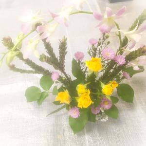 今日も楽しく生け花を。