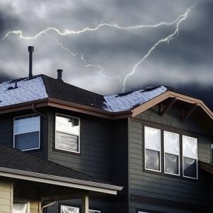 台風や風災・雪災・ひょう災で受けた家屋被害を火災保険で補う時に注意するポイント