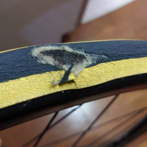 クロスバイクのパンクとタイヤ交換