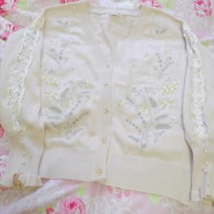 ミモザ刺繍と編み上げりぼんジャケット
