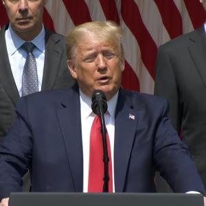 トランプ大統領「5月の失業率が改善した。(警官に殺された)ジョージも天国から喜んでるだろう」