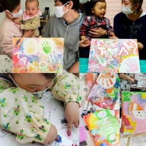 赤ちゃんだってアーティスト!フィンガーペイント記念ボード@藤沢市役所
