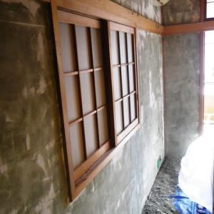 和室の聚楽壁(塗り壁)ボロボロ剥れたり・カビが発生したり⇒ビニールクロスに改修