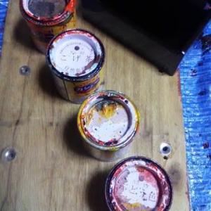 巣ごもり中のDIY・・・釣りのエサ箱塗装中