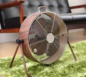 一人暮らしサイズの扇風機は、レトロです。