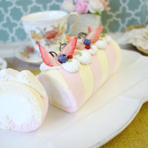 レッスンレポ 苺のストライプロールケーキ★半割れイチゴのタルト