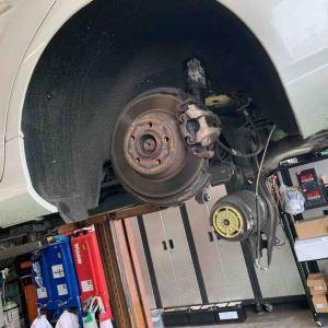 MERCEDESBENZのエアサス修理W218 CLSの場合