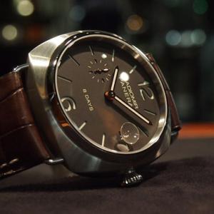 シンプルなパネライの時計