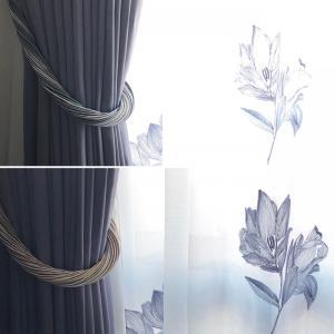 ある晴れた日のカーテン。