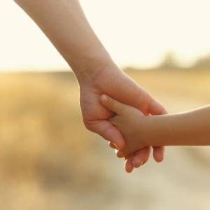 100万円で親子の縁切る「代行サービス」が人気の背景