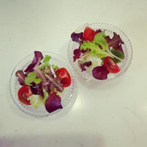 レタスを摘んで サラダを食べました