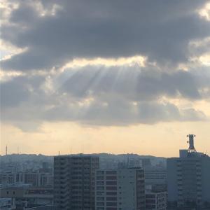 天空の窓から天使あらわる