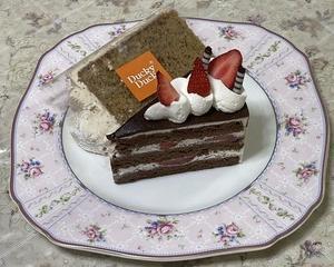 イチゴのチョコレートショートケーキ&紅茶のシフォンケーキ