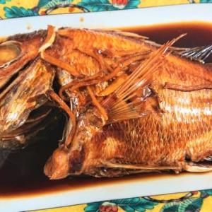 「黄鯛の煮付け」と「豚ロースのガーリックバターソース掛け」です。