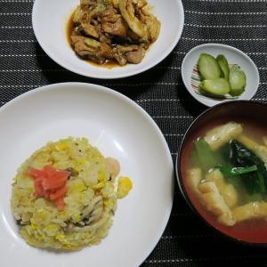 豚肉とキャベツの味噌炒め、ネギとたまごの卵焼き、幸楽苑の冷凍餃子、エビときのこのチャーハン、小松菜と油揚げの味噌汁。