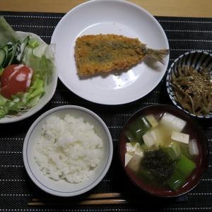 あじフライ、いや鰯だよ、炊屋食堂の名物定食・・・質素倹約一汁三菜昭和の味。