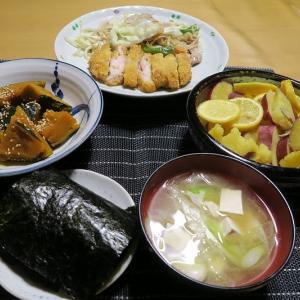 鶏カツと野菜炒め、かぼちゃとさつま芋の煮物、炊屋食堂の田舎定食・・・庶民の味。