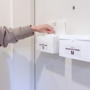 【100均 DIY】マスクケースを玄関ドアに浮かせて収納する方法