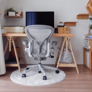 【木目調リメイク】リアルな粘着シートで机をイメチェン。貼り方とビフォーアフター