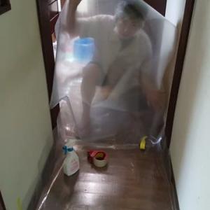 床に防水シートを貼り直す