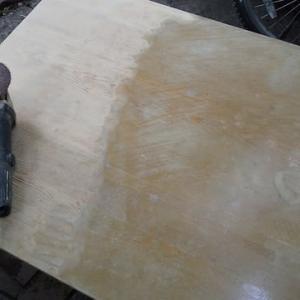 また机を塗り替える