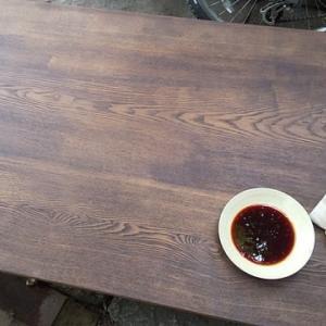 古い机を柿渋で塗り替える