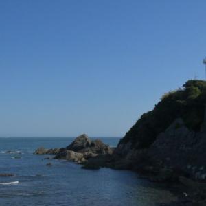 「灯台下暗し」の灯台とは?-岬に立つ灯台ではなく照明器具のことだった!