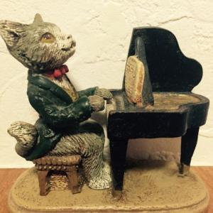 練習曲「ねこふんじゃった」はロシアでは「犬のワルツ」、フィンランドでは「ねこのポルカ」になる?
