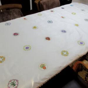 花柄のテーブルクロス